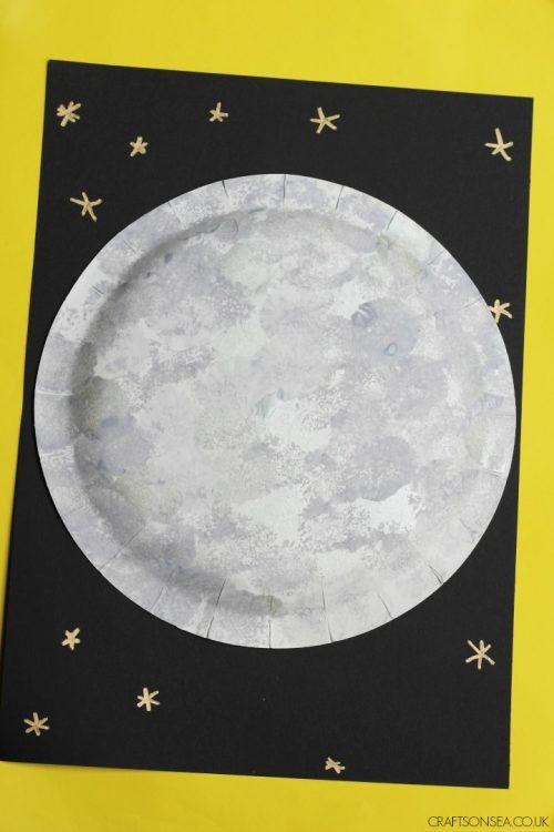 moon-craft-ideas-pom-pom-painting